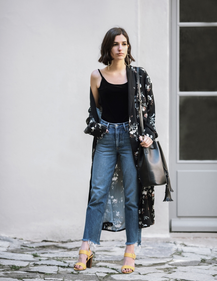 the-kimono-robe-street-style-french-fashion-blogger-spring-outfit-mom-jeans-revolve-zara-velvet-top